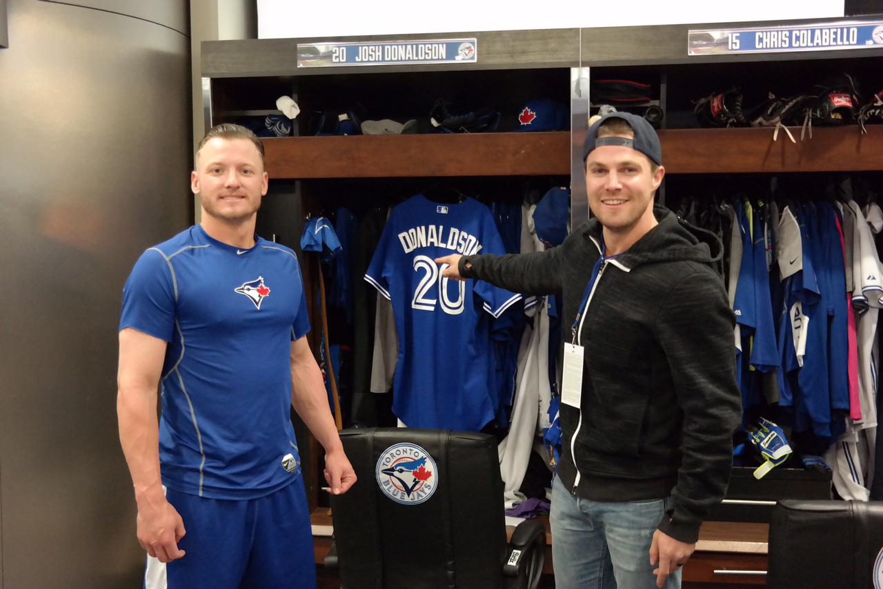 more photos 051b9 7a8de Stephen Amell met Josh Donaldson, hit BP home run | MLB.com