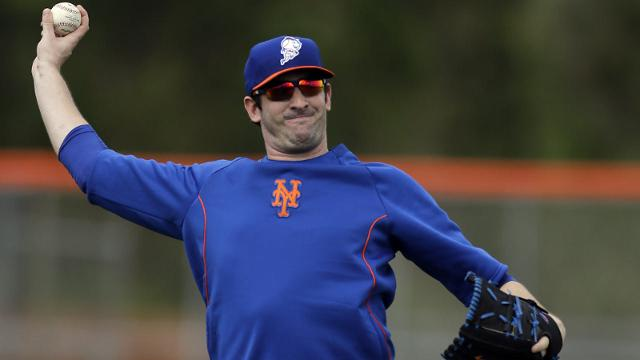 Harvey throws for first time since surgery