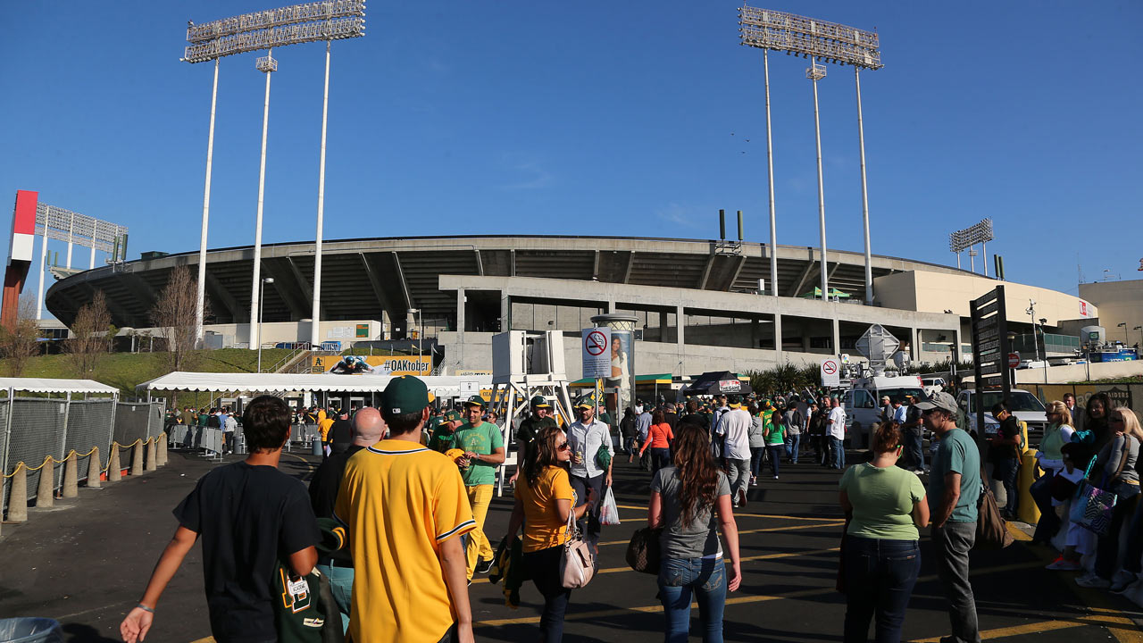 A's agree to extension at Coliseum through 2024