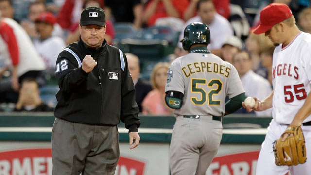 Umpire Davis works 4,000th career game