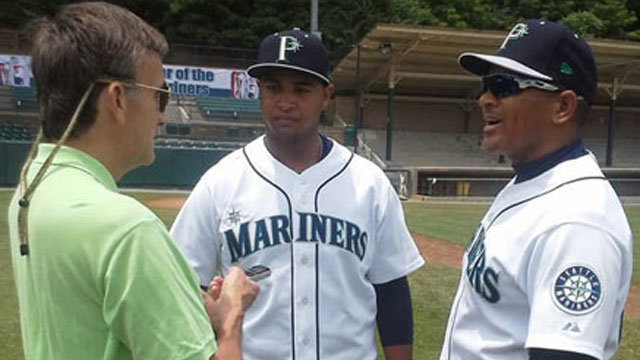 Mariners prospect Gohara earns first victory