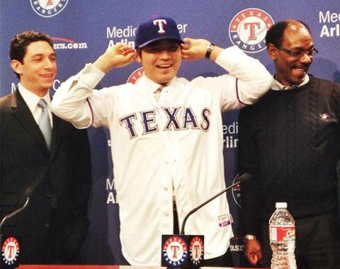 Rangers presentaron al jardinero Shin-Soo Choo