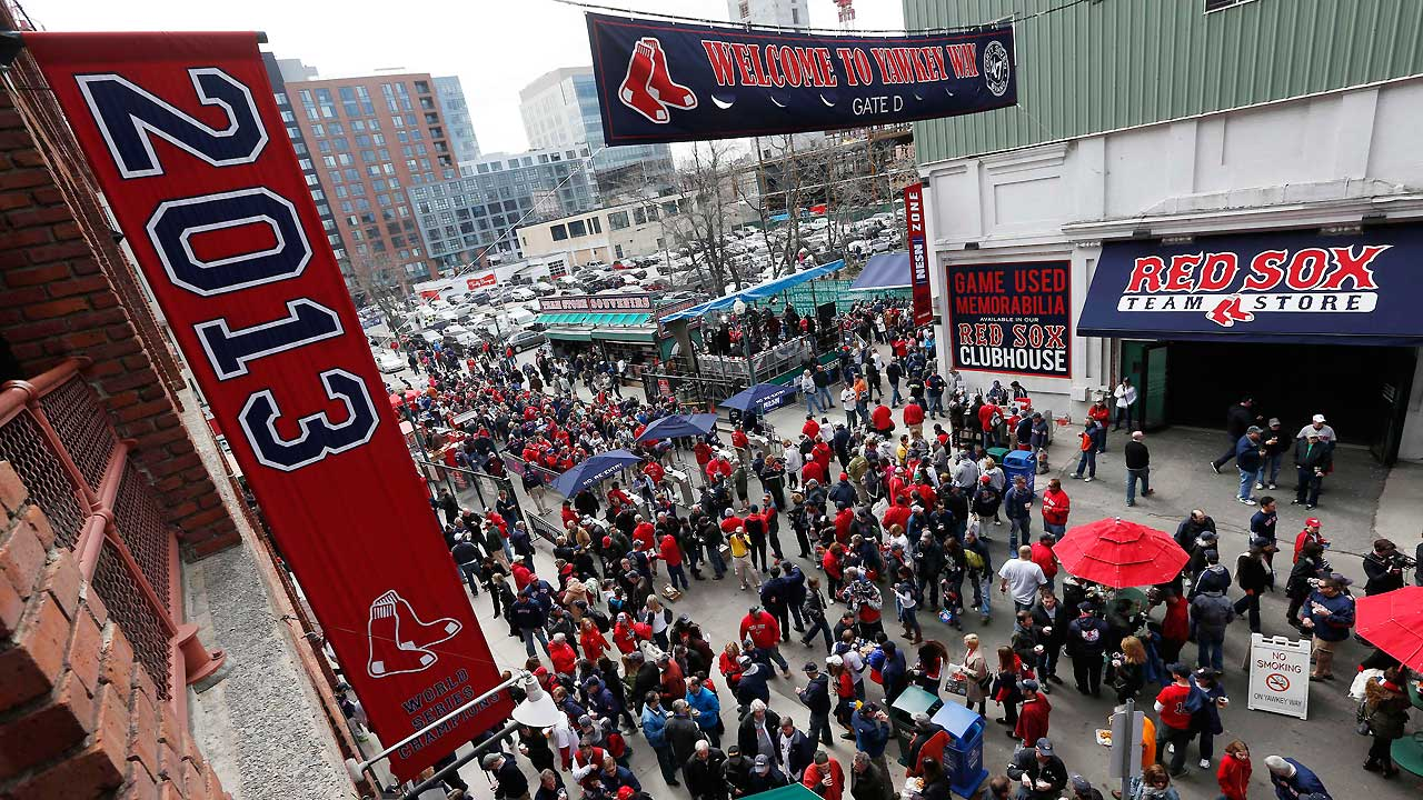 Red Sox introduce Gold Program and Fan Collection