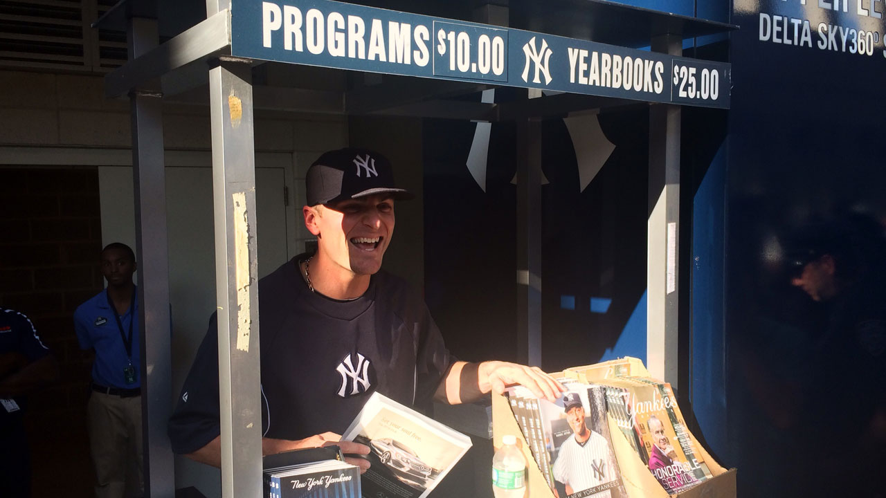 Ryan, Yanks pitch in to sell programs, tickets