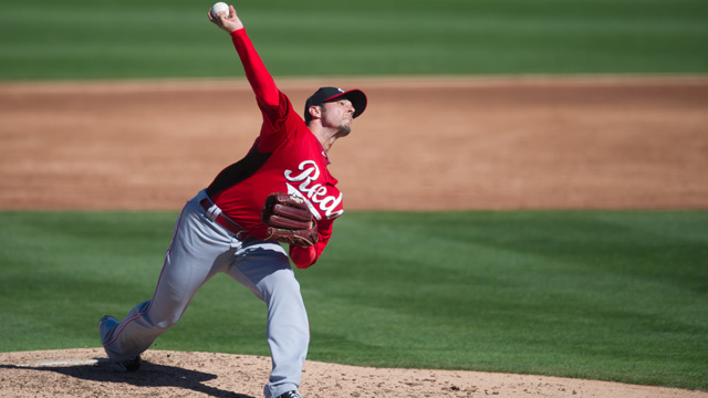 Hensley working hard to impress in Reds' camp