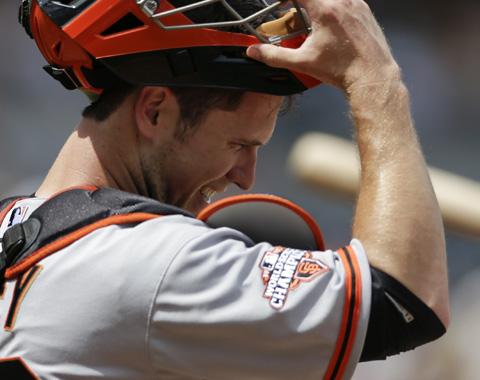 MLB sancionaría colisiones contra el cátcher