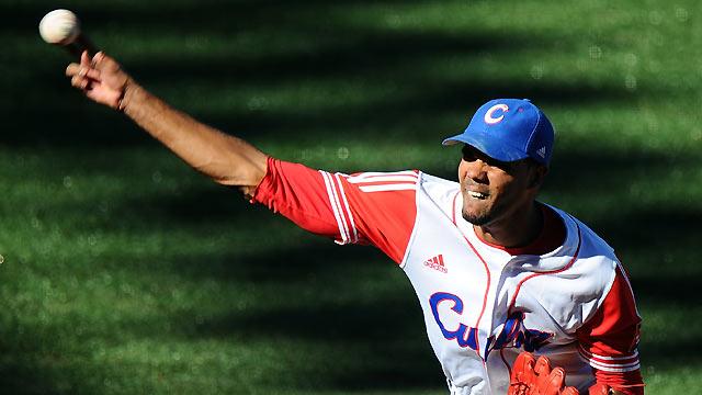 Cuban righty Gonzalez could sign next week