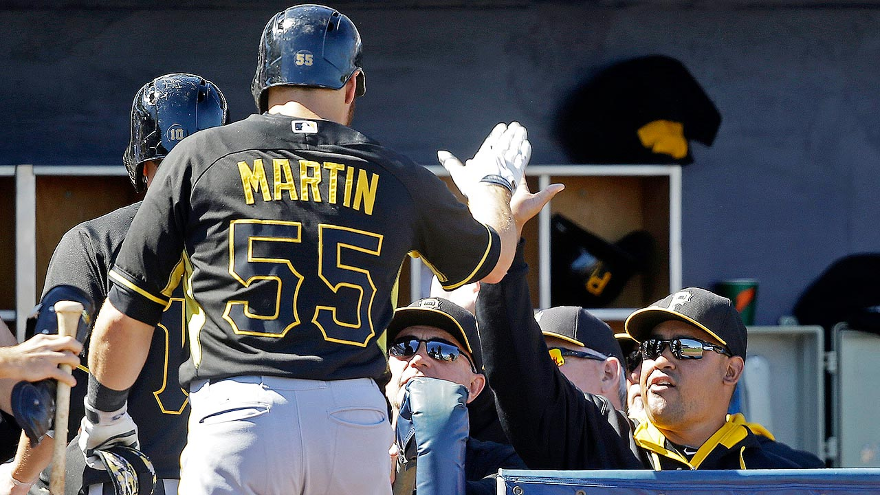 Martin stays hot as Pirates rout Rays