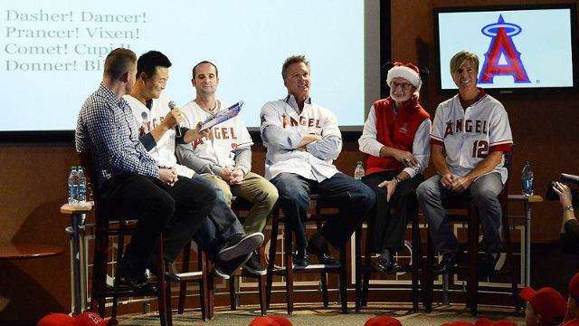 Even after trade, Trumbo spends holidays with fans