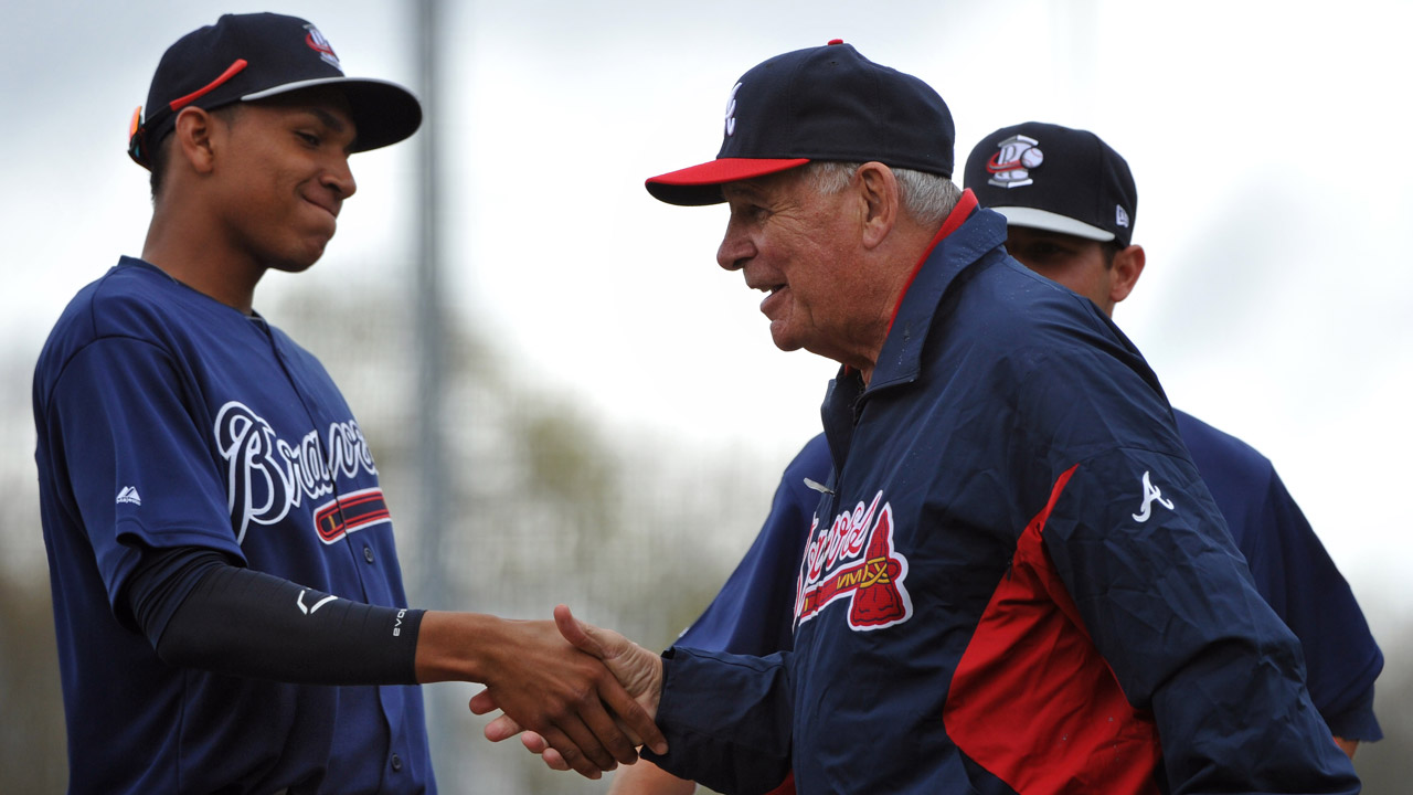Cox returns to bench to manage Braves' Future Stars
