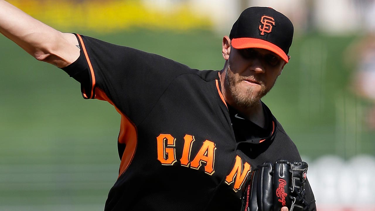 Giants release non-roster invitee reliever Loe