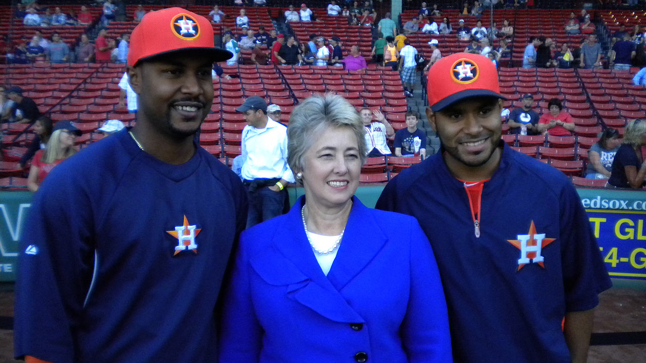 Houston mayor takes in Astros' game at Fenway