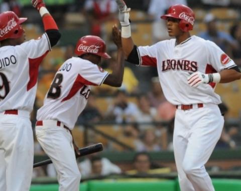 Valdez da triunfo a los Leones en liga dominicana