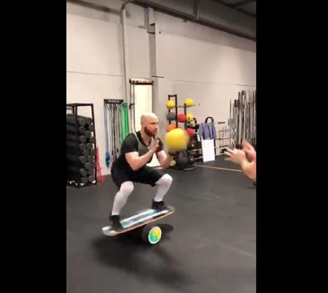 Jonathan Lucroy's Balance Board #NoOffseason Workout Might