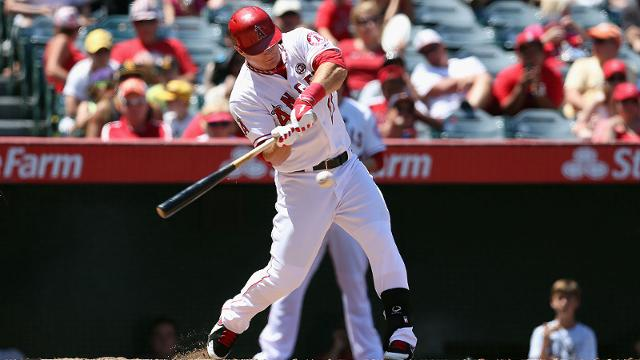 Trout exits game with right hamstring tightness