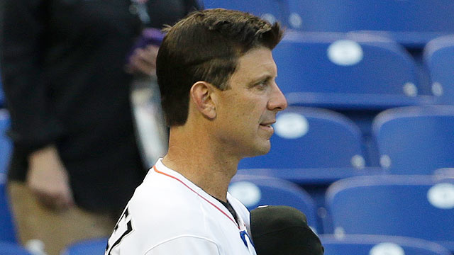 Marlins hitting coach Martinez resigns