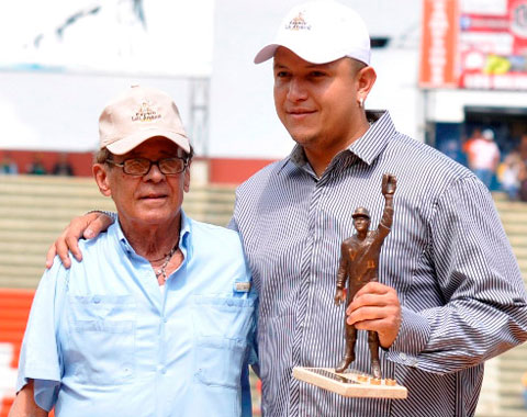 Cabrera de nuevo recibe el Premio Luis Aparicio