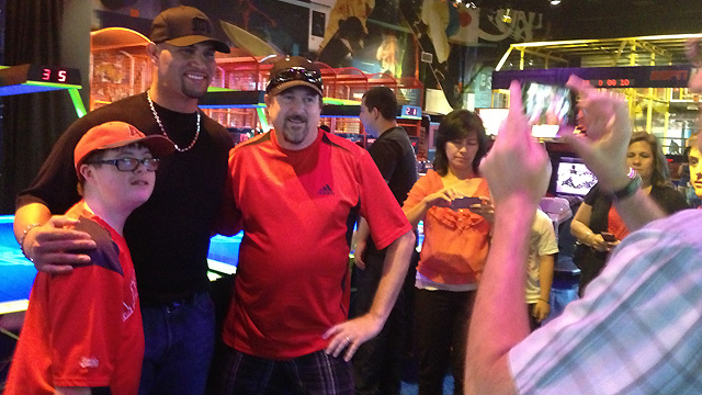 Pujols hosts arcade night for foundation