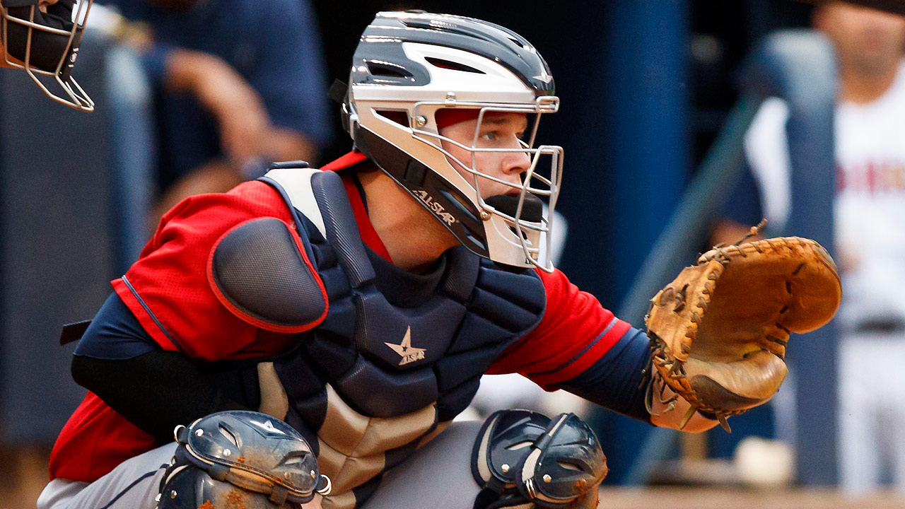 Indians call up catcher Perez from Triple-A