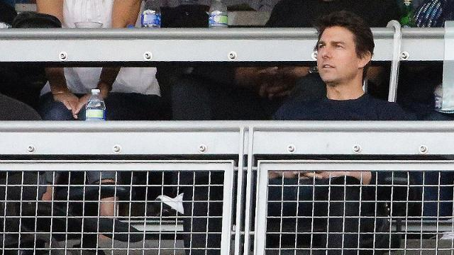 Celebrities take in Game 4 at Dodger Stadium