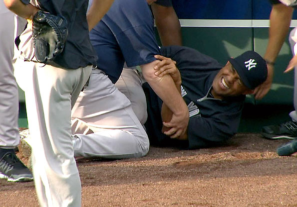 Mariano Rivera Tears ACL -- Career In Jeopardy