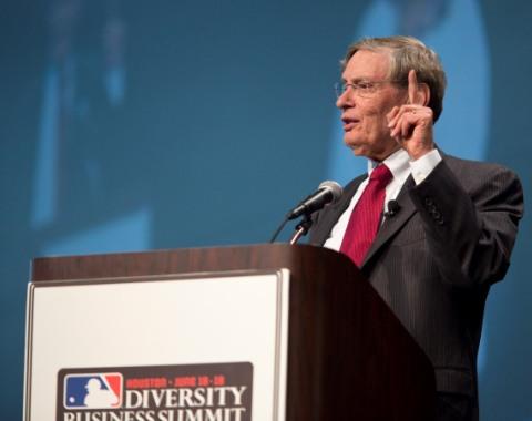 Bud Selig elogia la diversidad racial en el béisbol