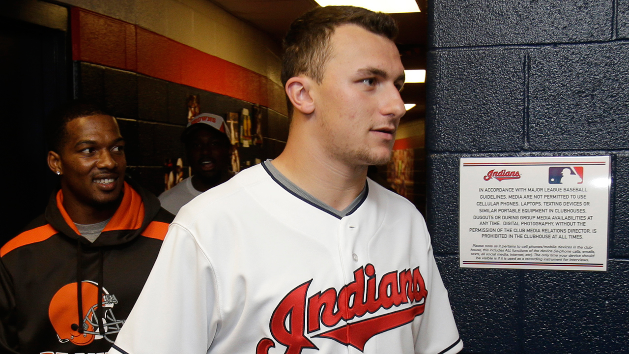 Manziel tours Progressive Field, hangs with Tribe