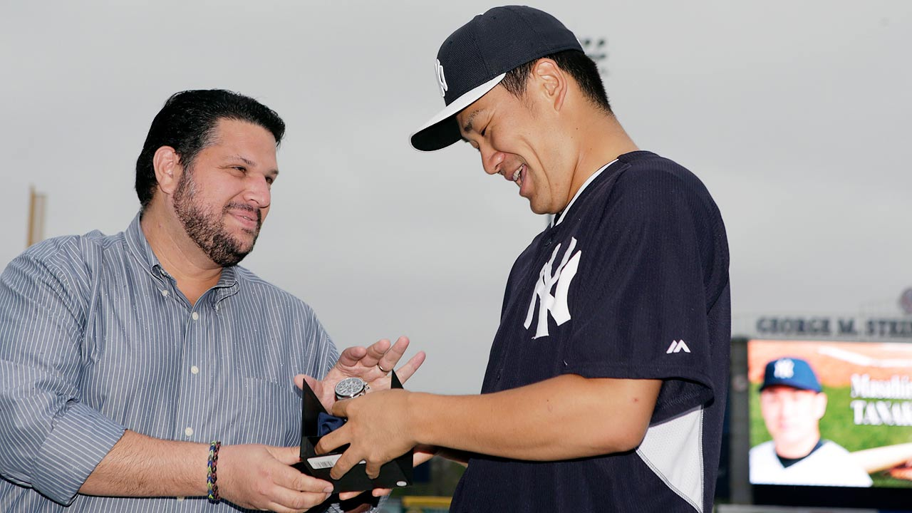 Tanaka wins award for top Yankees rookie