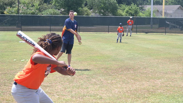 Astros players want kids to have fun and play ball
