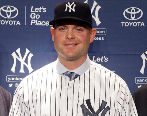 Los Yankees presentaron al receptor Brian McCann
