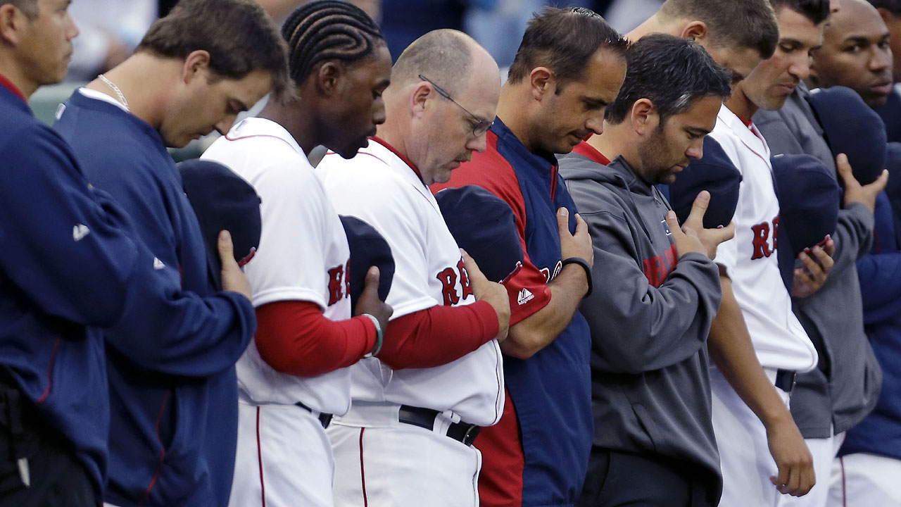 Sox honor fallen firefighters with moment of silence