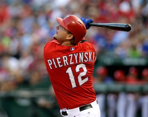 Pierzynski acuerda contrato por un año con Boston