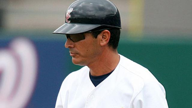 Brewers coach Guerrero honored by Minor Leagues