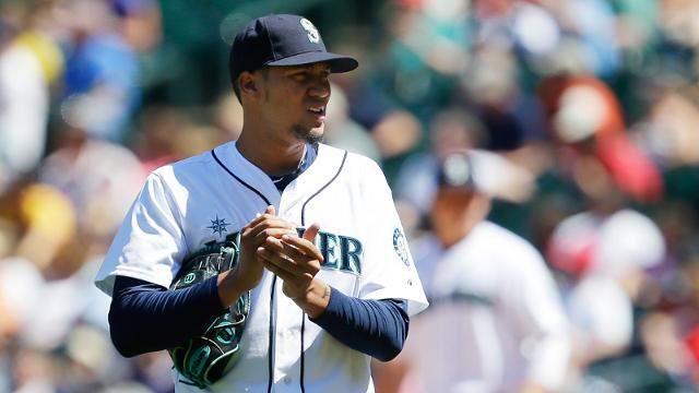 Rangers acquire righty Noesi from Mariners