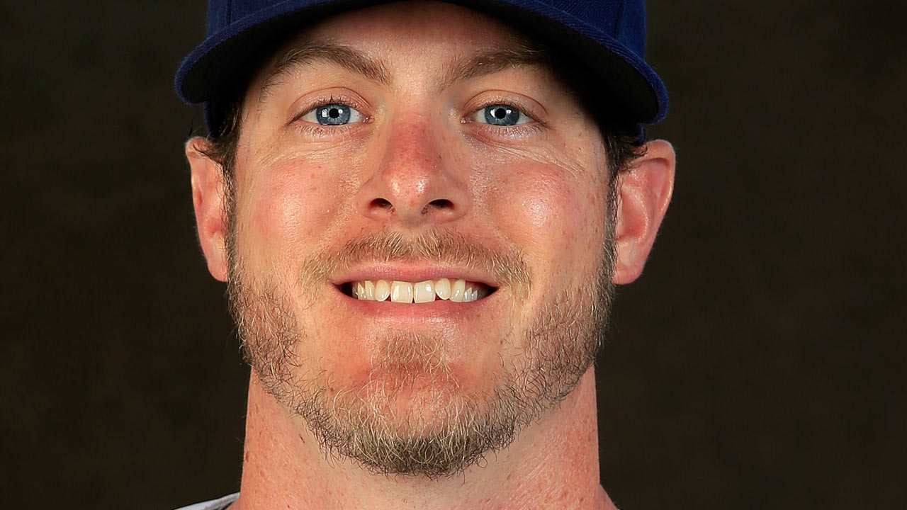 Indians add Lowe to Minor League bullpen