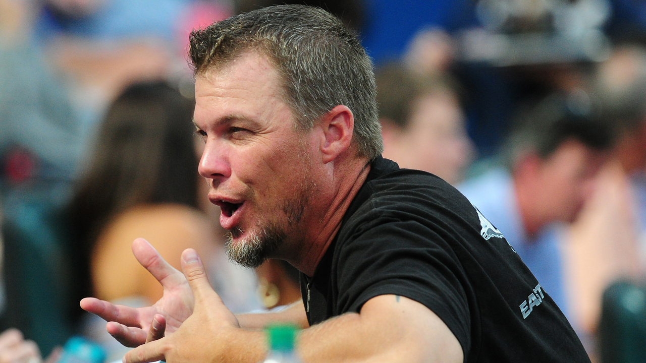 Chipper to shave head for cancer fundraiser