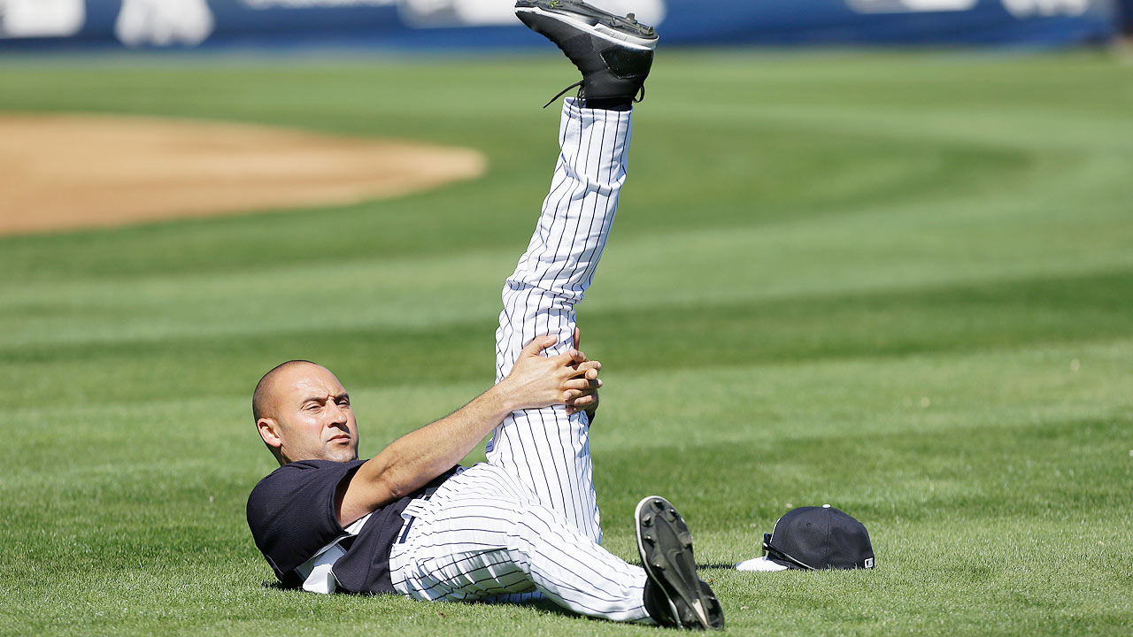 Jeter takes center stage in Yankees' first workout