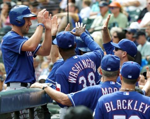 Rangers le cayeron a palos a Hernández, Marineros