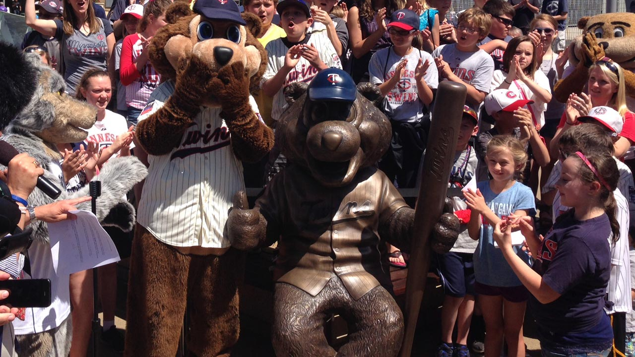New T.C. Bear statue unveiled outside Target Field