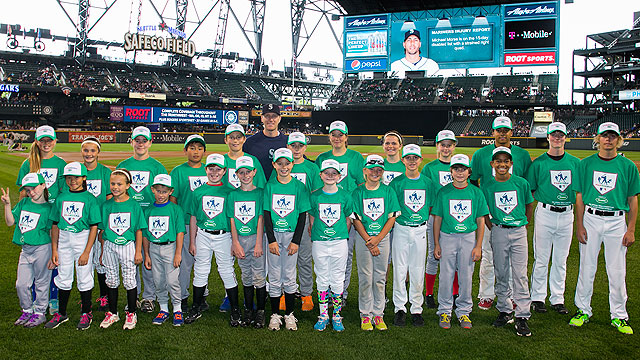 Mariners host Pitch, Hit & Run finalists at Safeco Field