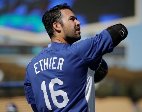 Ethier regresaría al lineup si Dodgers logran avanzar