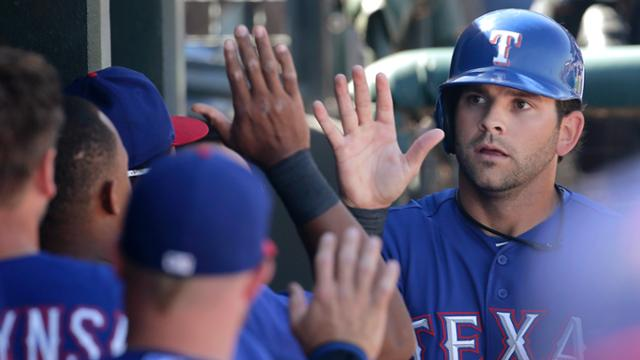 Berkman's first homer helps Rangers down Cubs
