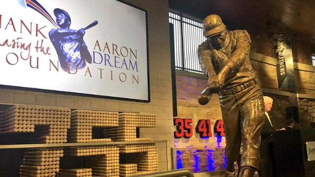 A new statue of Hank Aaron now sits at SunTrust Park, the Braves' new home.