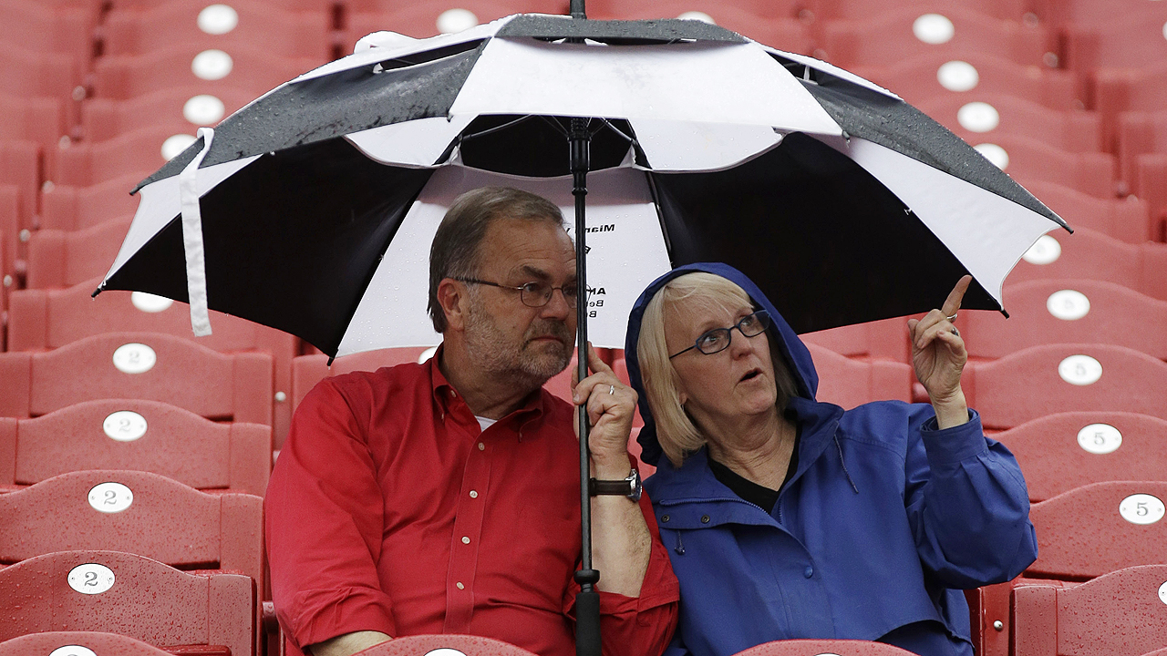 Reds-Cubs rained out; no makeup announced