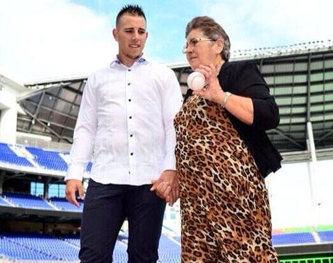 José Fernández se reencuentra con su abuela