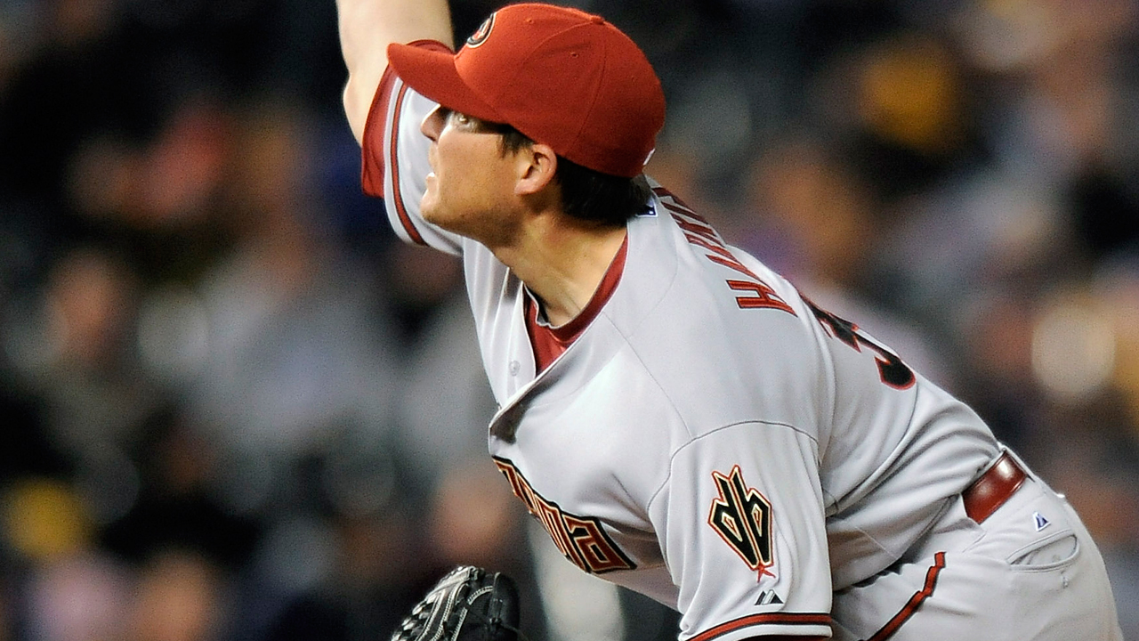 D-backs bring back righty reliever Harris