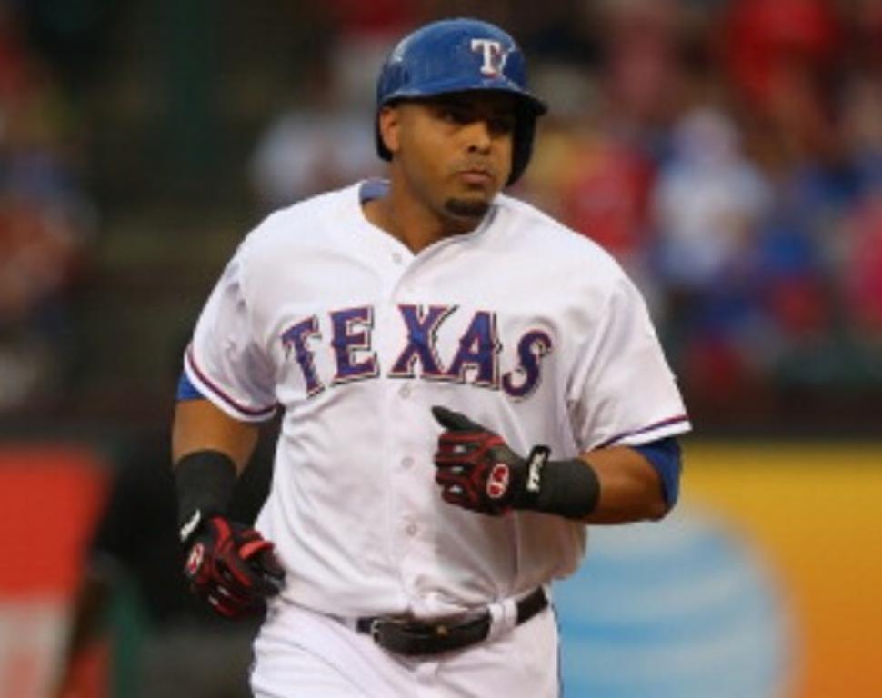 En medio de pesquisa, Cruz juega con los Rangers