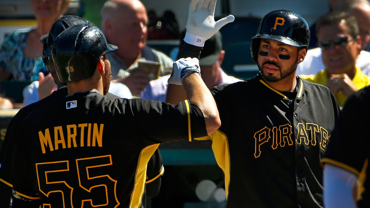 Alvarez's blast sets tone for Pirates' offense
