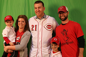 Todd Frazier posing for a photo with Reds fans
