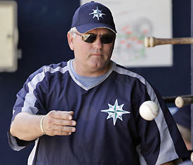 Mike Hargrove resigns from the Seattle Mariners